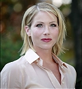 Christina Applegate Online